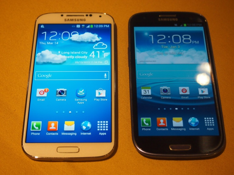 A Galaxy S4 on the left in white, and a Galaxy S3 in blue on the right.